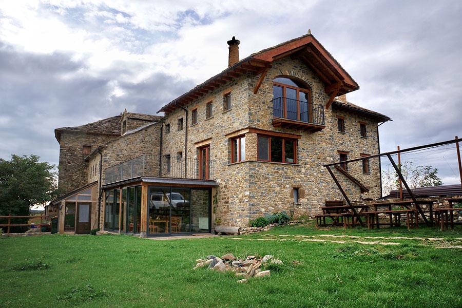 2018 Casa Cuadrau finaliza la renovación de la ruina en un centro de retiros