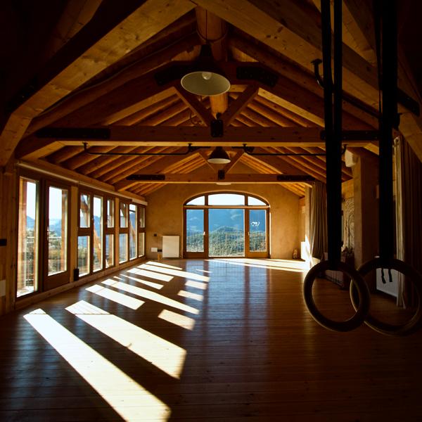 sala-de-yoga-meditacion-retiros-casa-cuadrau