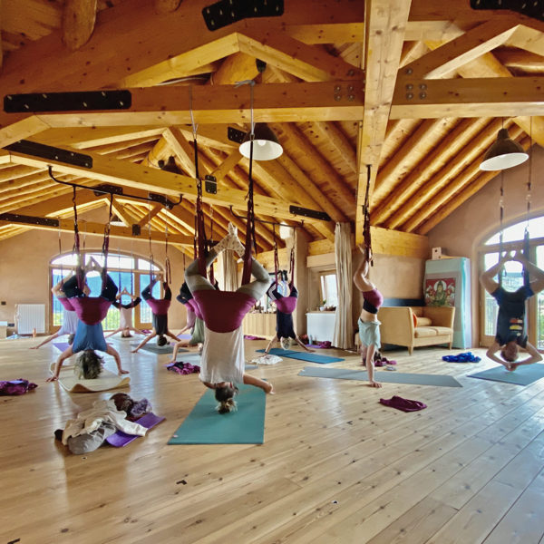 yoga-aereo-casa-cuadrau-retiro-senderismo-meditacion