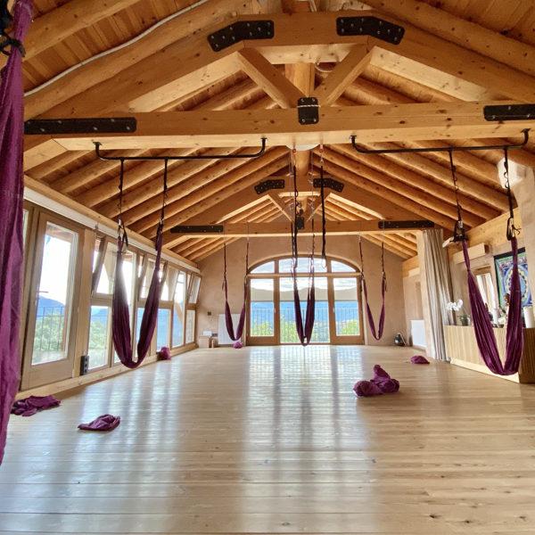 yoga-aereo-retiro-meditacion-senderismo-casa-cuadrau-pirineos